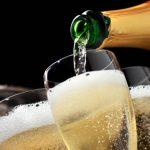 Mơ thấy uống rượu Sâm Banh là điềm báo gì? Tốt hay xấu?
